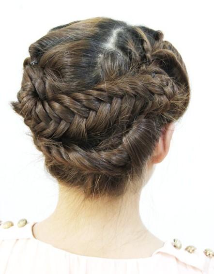 简单编发教程视频_扎头发的方法图解(五)-扎头发网