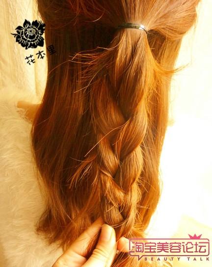 首先把上边的头发用皮筋扎起来