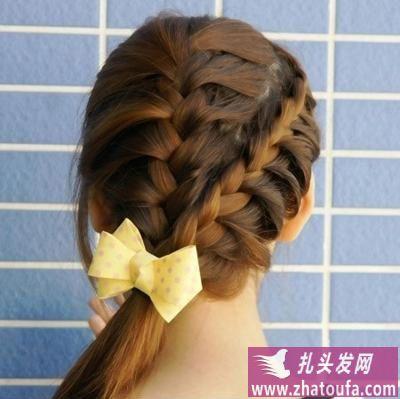 头发怎么扎好看之双蜈蚣辫