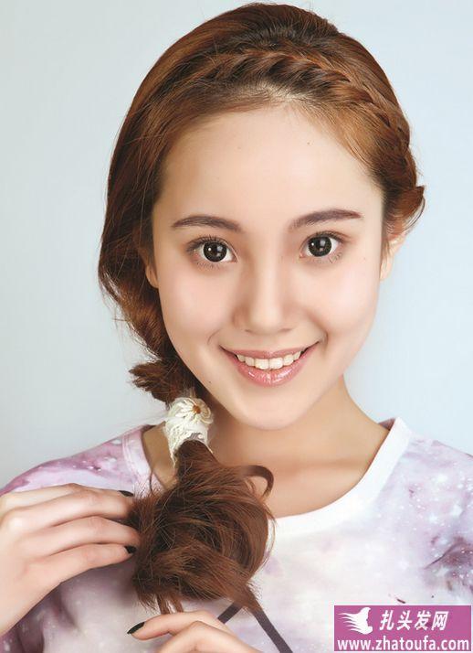 刘海鱼骨辫怎么编_浪漫刘海鱼骨辫的编法-扎头发网