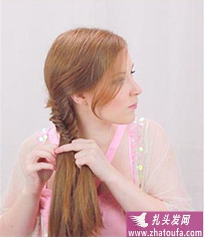 刘海鱼骨辫怎么编_鱼骨辫的编法图解(三)-扎头发网